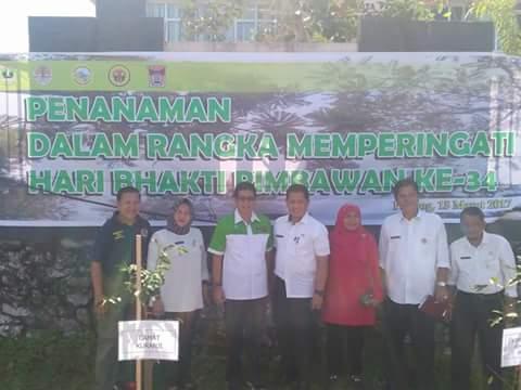 Kantor Camat Kuranji Ditanami Pohon